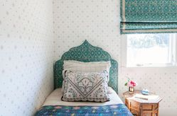 Moroccan-inspired headboard for bed
